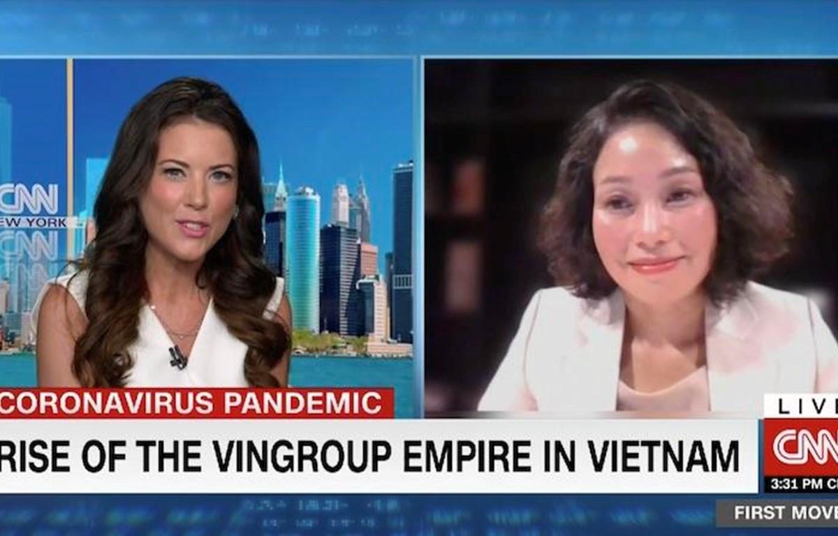 Bà Lê Thị Thu Thủy - Phó Chủ tịch Tập đoàn Vingroup (bên phải) trò chuyện cùng nhà báo nổi tiếng Julia Chatterley trong chương trình First Move của CNN. (Nguồn: Vietnam+)