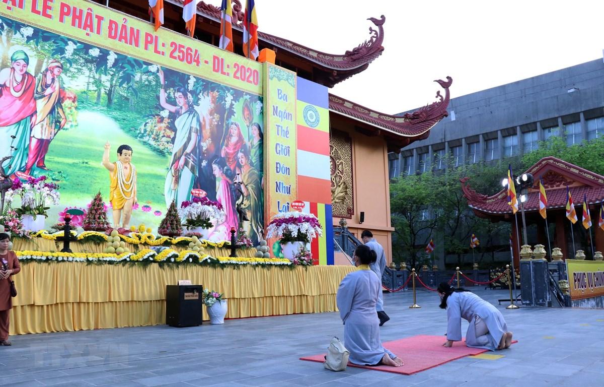 Đại lễ Phật đản 2020 Phật lịch 2564 tại Việt Nam Quốc tự. (Ảnh: Xuân Khu/TTXVN)