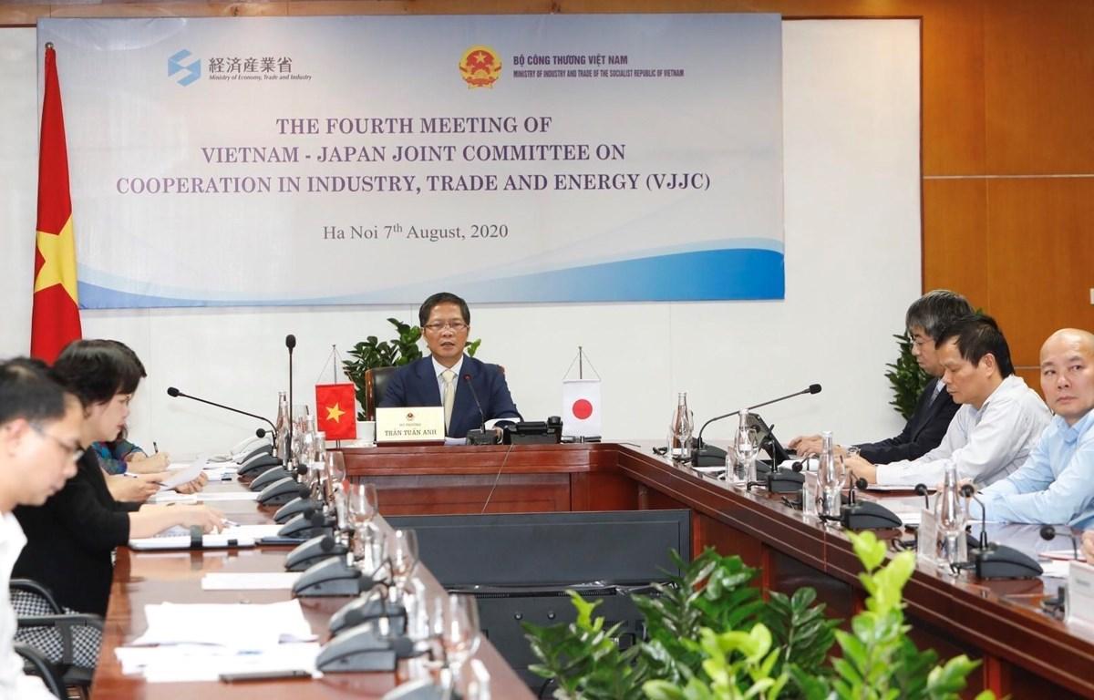 Bộ trưởng Bộ Công Thương Trần Tuấn Anh chủ trì cuộc họp tại đầu cầu Hà Nội. (Ảnh: Trần Việt/TTXVN)