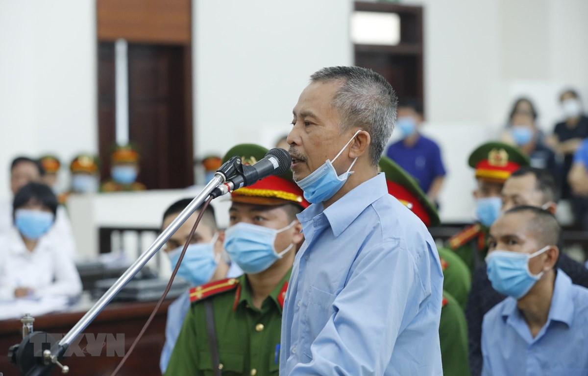 Bị cáo Lê Đình Công khai báo trước Hội đồng xét xử. (Ảnh: Doãn Tấn/TTXVN)