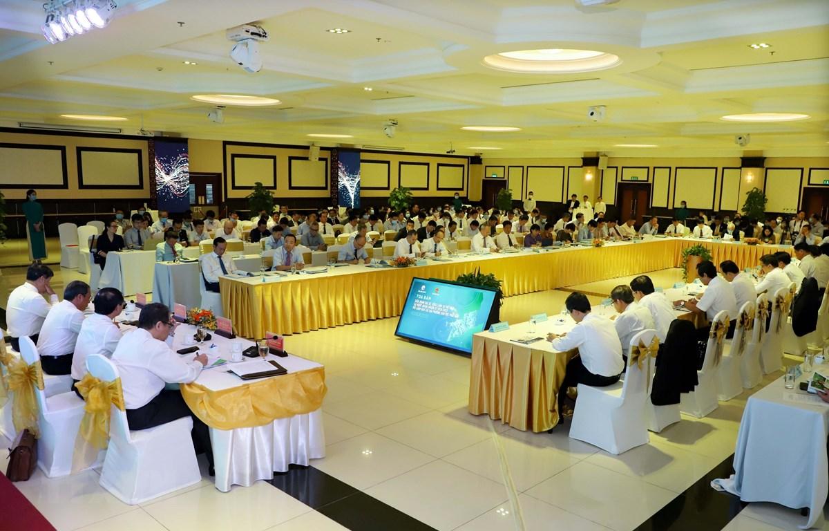 Tọa đàm giữa Đoàn Đại sứ, Tổng Lãnh sự Việt Nam tại nước ngoài nhiệm kỳ 2020-2023 với lãnh đạo các địa phương khu vực phía Nam. (Ảnh: Huyền Trang-TTXVN)