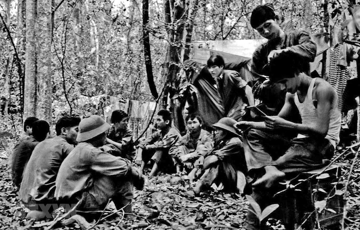 Chặng dừng chân của đoàn phóng viên GP 10 của VNTTX trên đường vào Chiến dịch Hồ Chí Minh để chi viện cho TTXGP. (Ảnh: Tư liệu VNTTX)