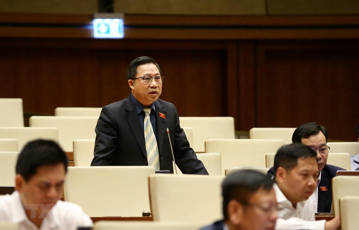 Đại biểu Quốc hội tỉnh Bến Tre Lưu Bình Nhưỡng phát biểu. (Ảnh: Dương Giang/TTXVN)
