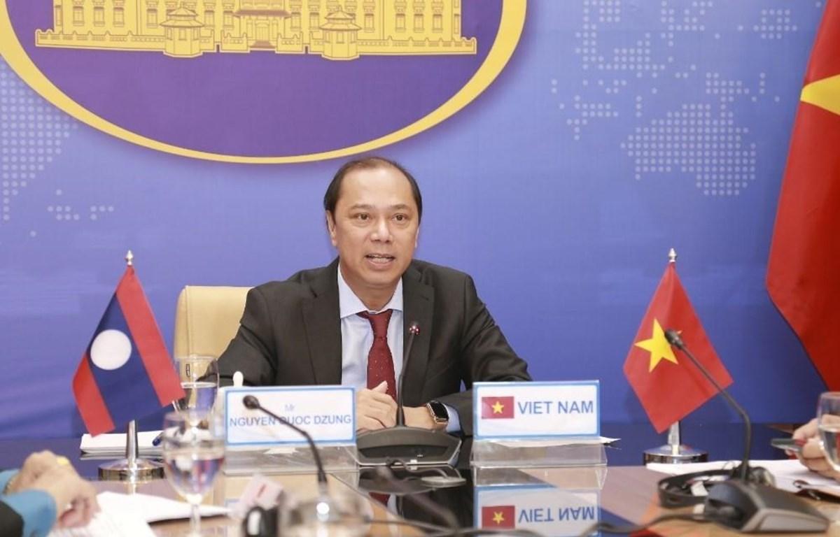 Thứ trưởng Bộ Ngoại giao Việt Nam Nguyễn Quốc Dũng phát biểu tại điểm cầu Hà Nội. (Ảnh: TTXVN phát)