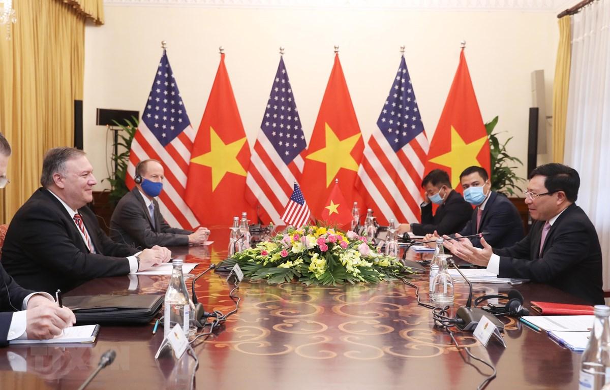 Phó Thủ tướng, Bộ trưởng Bộ Ngoại giao Phạm Bình Minh hội đàm với Ngoại trưởng Hoa Kỳ Michael Pompeo. (Ảnh: Lâm Khánh/TTXVN)