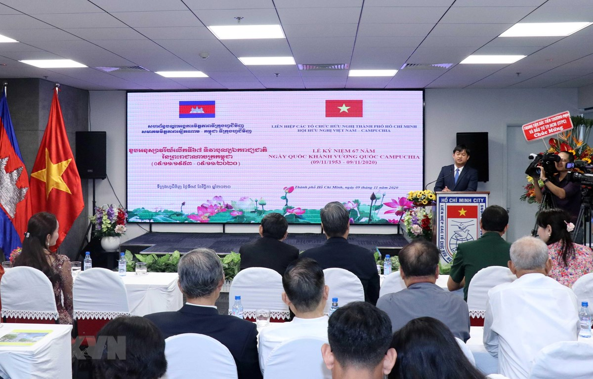 Liên hiệp các tổ chức hữu nghị Thành phố Hồ Chí Minh (HUFO) tổ chức họp mặt kỷ niệm 67 năm Quốc khánh Vương quốc Campuchia. (Ảnh: Xuân Khu/TTXVN)