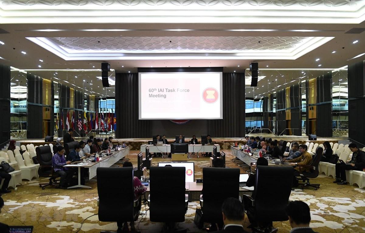 Quang cảnh cuộc họp lần thứ 60 Nhóm Đặc trách Sáng kiến Liên kết ASEAN (IAI TF). (Ảnh: TTXVN phát)