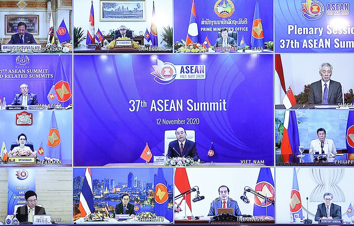 Thủ tướng Nguyễn Xuân Phúc chủ trì Phiên toàn thể Hội nghị Cấp cao ASEAN lần thứ 37 qua hình thức trực tuyến. (Ảnh: Thống Nhất/TTXVN)