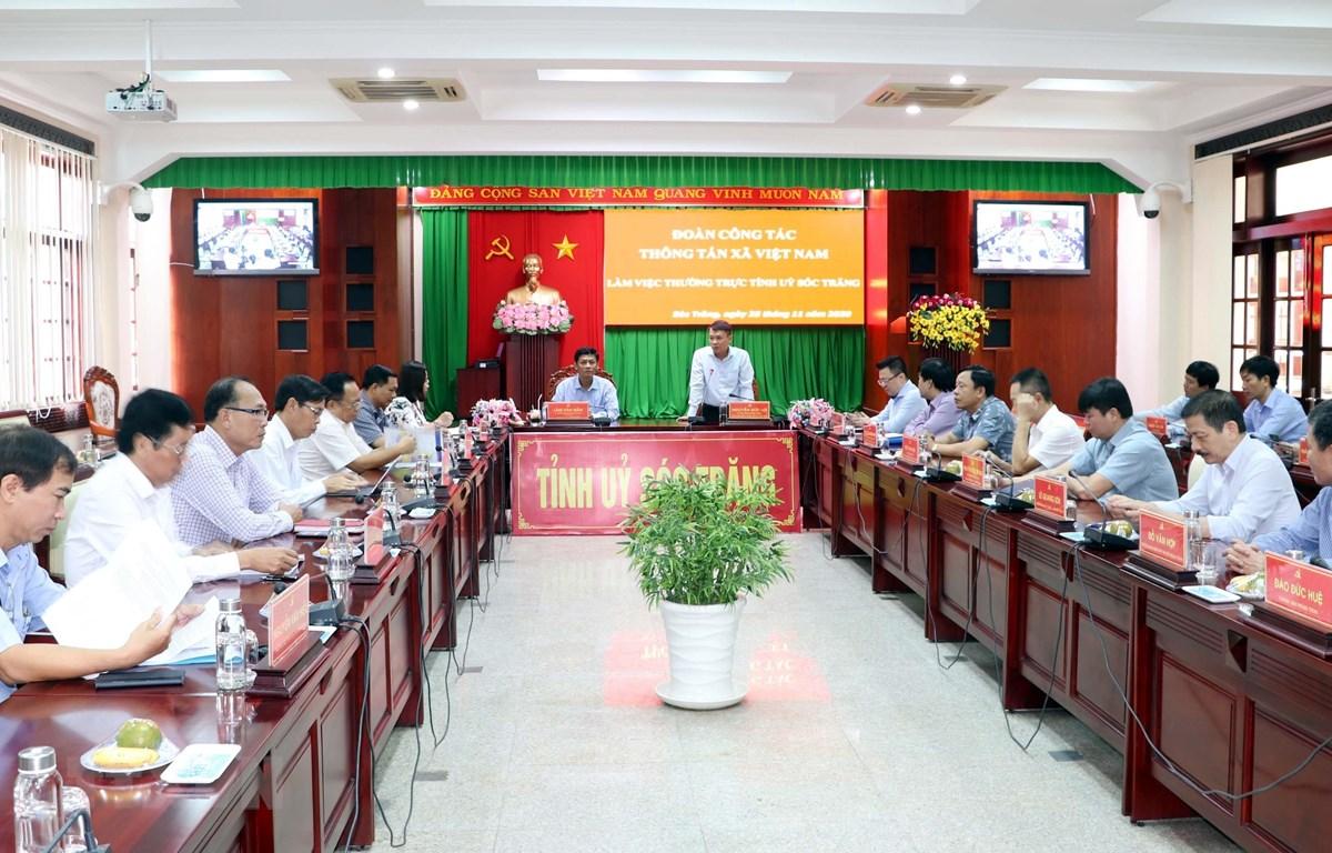 Quang cảnh buổi làm việc giữa tỉnh Sóc Trăng và đoàn công tác của TTXVN.(Ảnh: Trung Hiếu/TTXVN)