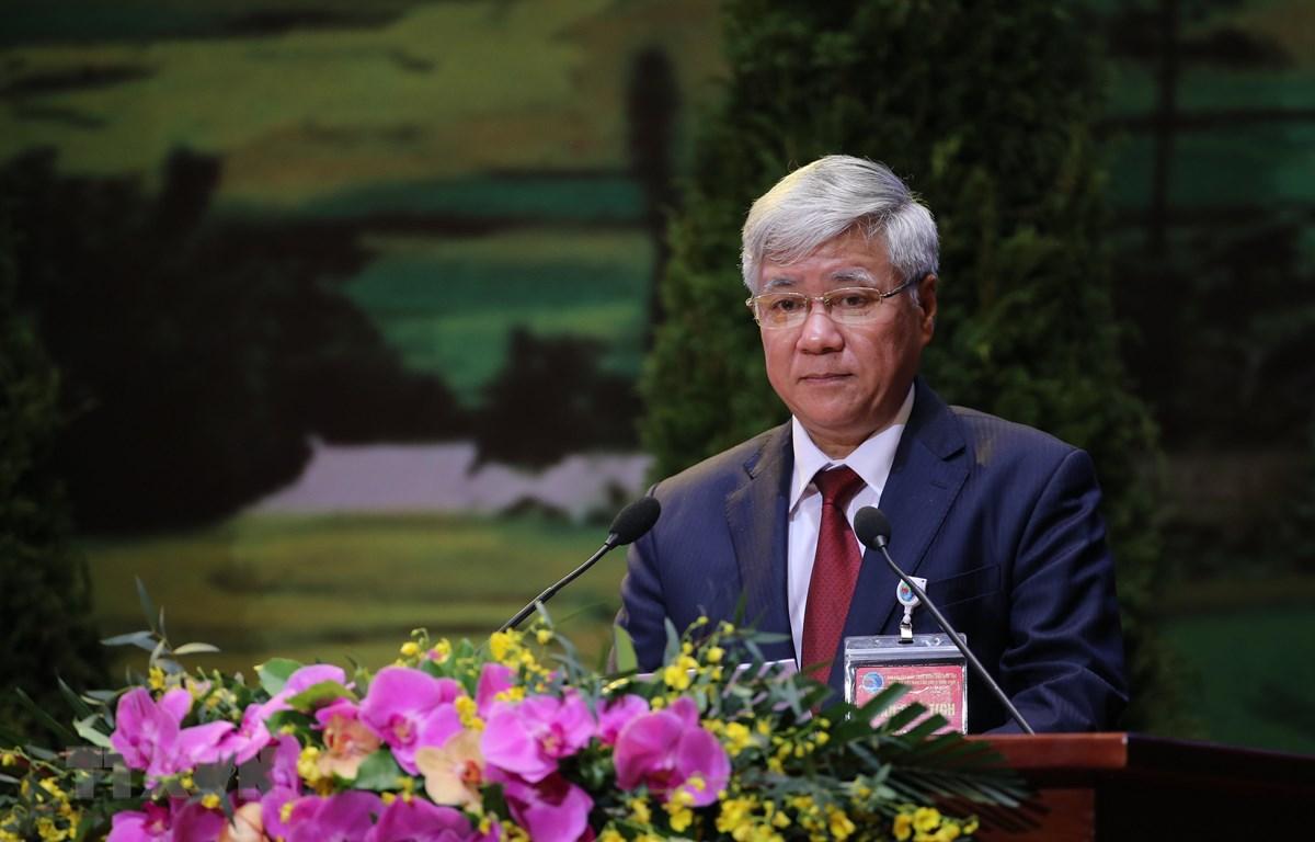 Bộ trưởng, Chủ nhiệm Ủy ban Dân tộc Đỗ Văn Chiến trình bày Quyết tâm thư của Đại hội. (Ảnh: Dương Giang/TTXVN)