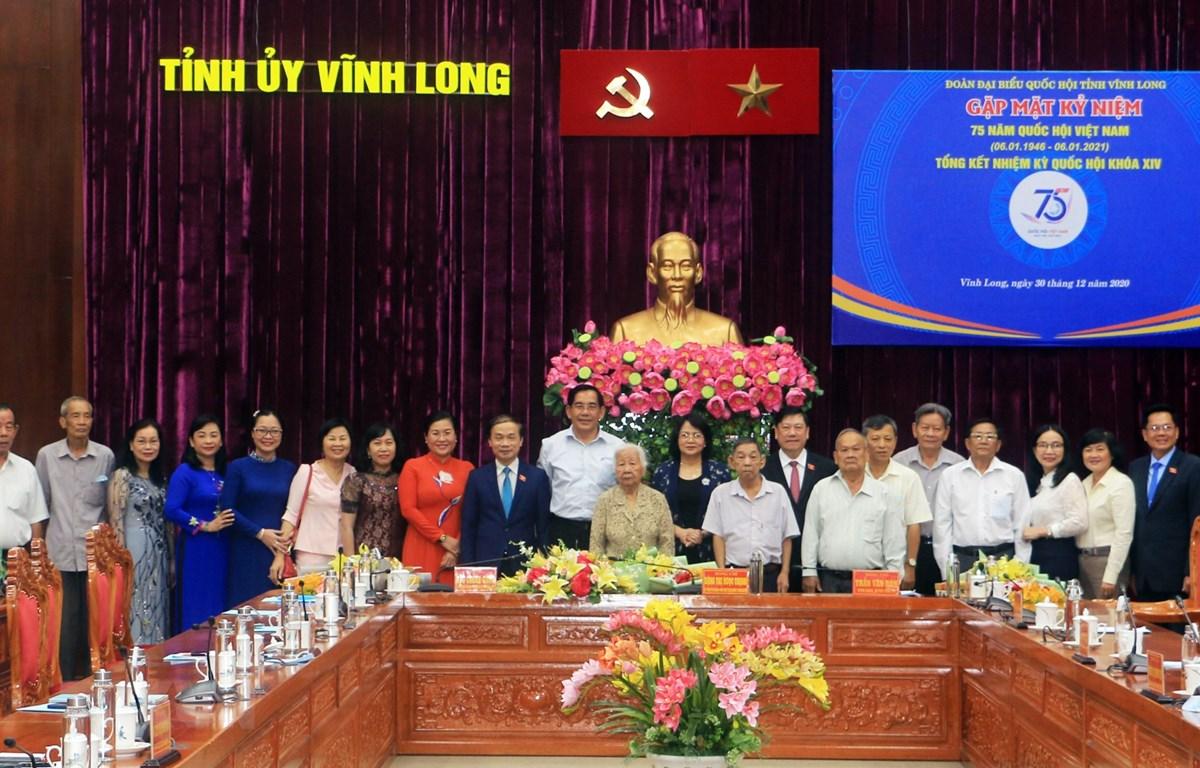 Phó Chủ tịch Đặng Thị Ngọc Thịnh và đại biểu tham dự buổi gặp mặt. (Ảnh: Phạm Minh Tuấn/TTXVN)