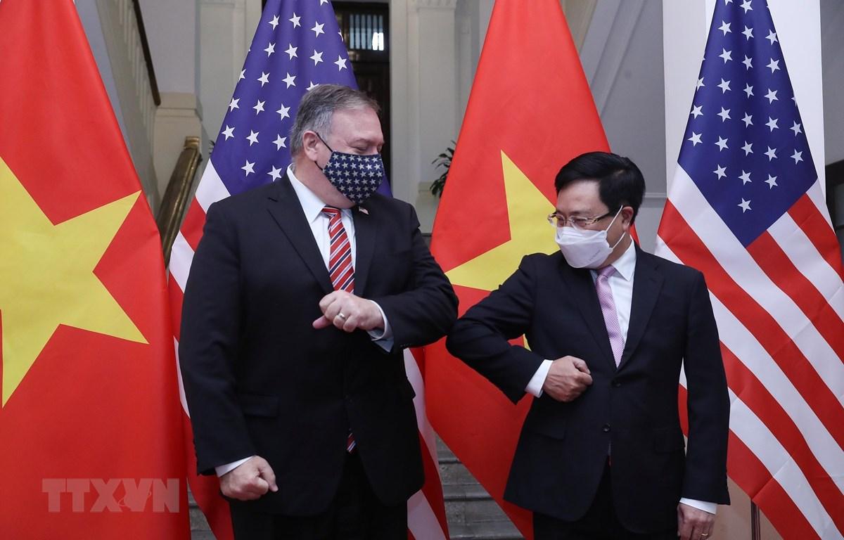Phó Thủ tướng, Bộ trưởng Bộ Ngoại giao Phạm Bình Minh với Ngoại trưởng Hoa Kỳ Mike Pompeo. (Ảnh: Lâm Khánh/TTXVN)