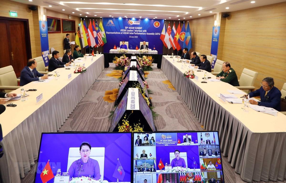 Chiều 26/6/2020, tại Hà Nội, Thủ tướng Nguyễn Xuân Phúc, Chủ tịch ASEAN 2020 và Chủ tịch Quốc hội Nguyễn Thị Kim Ngân, Chủ tịch Hội đồng Liên Nghị viện ASEAN (AIPA) lần thứ 41 chủ trì Đối thoại giữa các Nhà lãnh đạo ASEAN và AIPA dưới hình thức trực tuyến