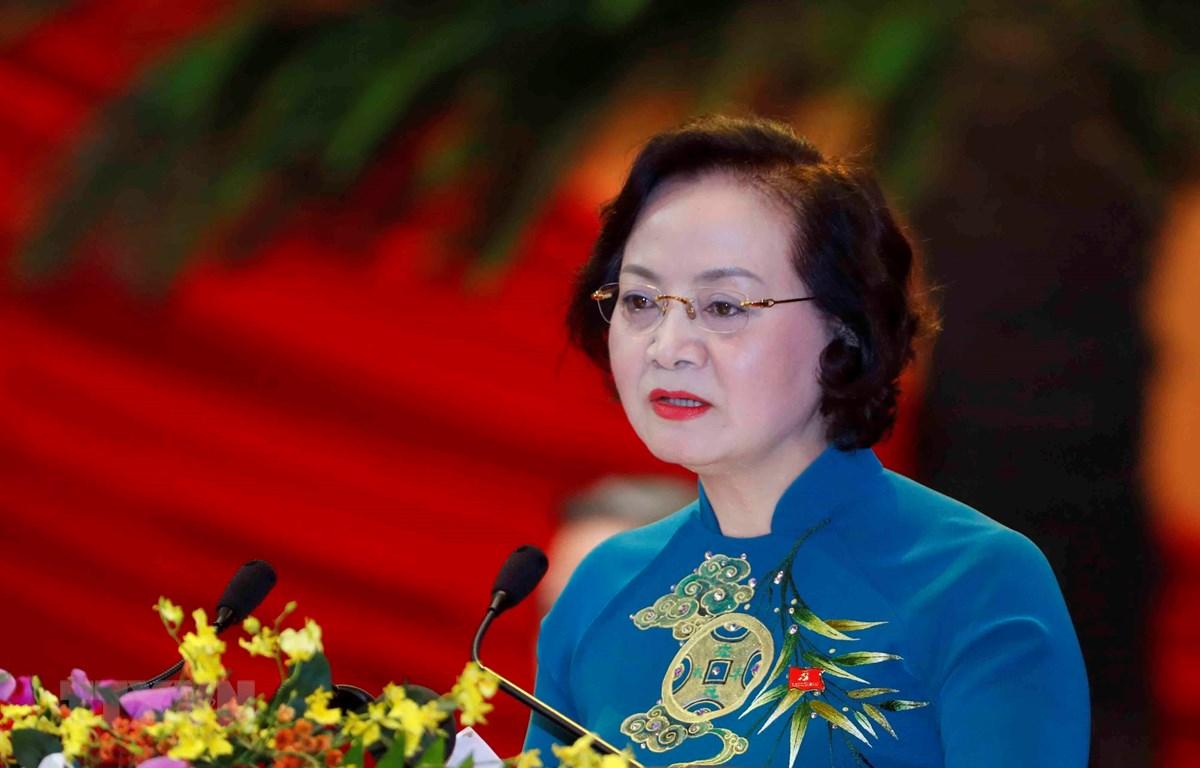 Đồng chí Phạm Thị Thanh Trà, Ủy viên Trung ương Đảng, Phó Trưởng ban Tổ chức Trung ương, Thứ trưởng Bộ Nội vụ trình bày tham luận. (Ảnh: TTXVN)