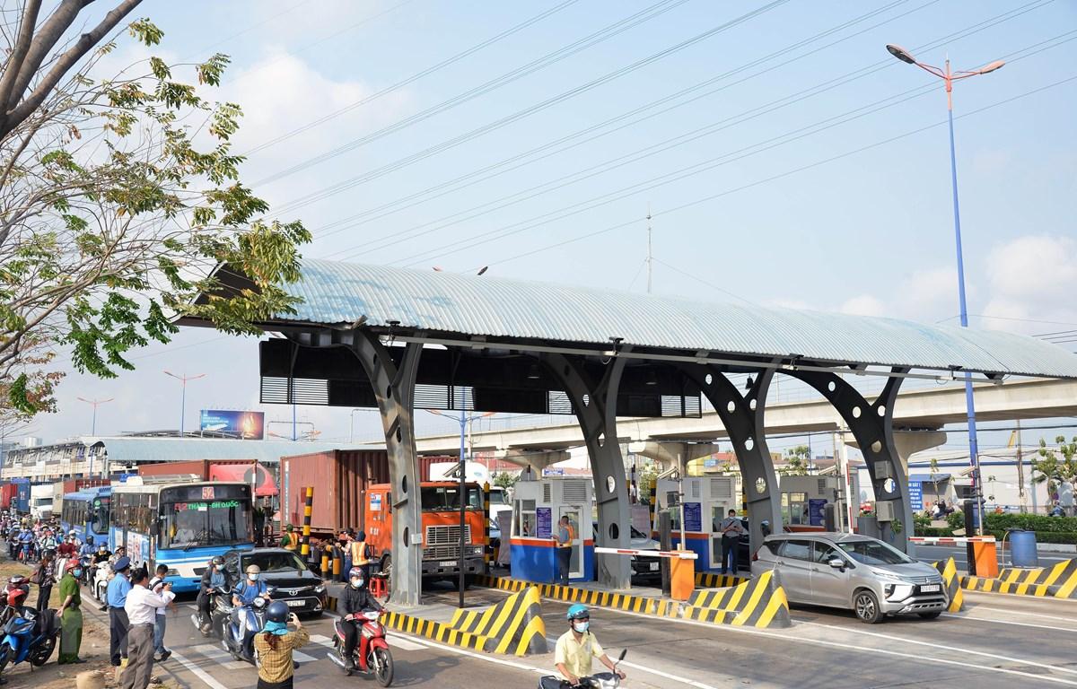 Trạm thu phí Xa lộ Hà Nội. (Ảnh: Thành Chung/TTXVN)
