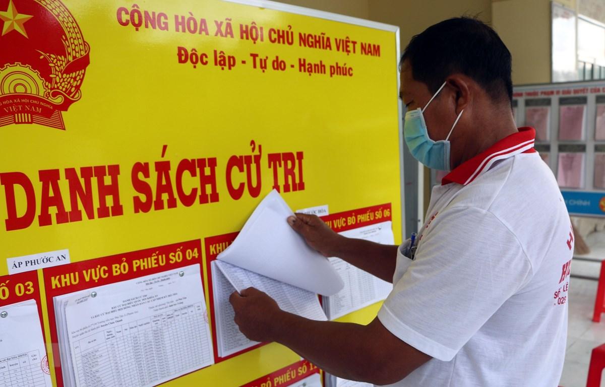 Việc niêm yết danh sách ứng cử viên, và cử tri nhiều địa bàn vùng đồng bào dân tộc ở Sóc Trăng đã hoàn tất. (Ảnh: Trung Hiếu/TTXVN)