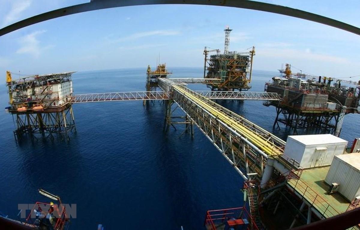 Một góc giàn công nghệ trung tâm số 2 mỏ Bạch Hổ là một trong 40 công trình biển của Liên doanh Việt - Nga (Vietsovpetro). (Ảnh: Huy Hùng/TTXVN)