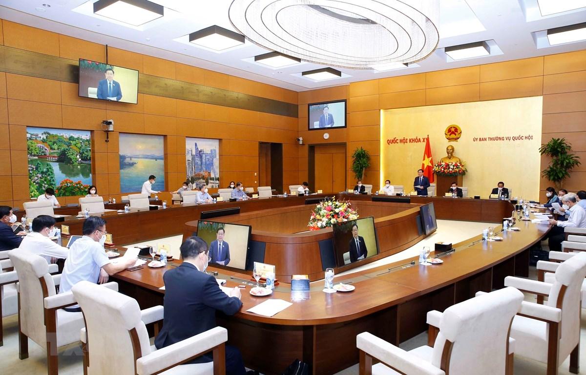 Chủ tịch Quốc hội Vương Đình Huệ chủ trì cuộc họp chuẩn bị báo cáo Quốc hội bổ sung nội dung phòng, chống dịch COVID-19 vào Nghị quyết của Kỳ họp thứ nhất, Quốc hội khóa XV. Ảnh: Doãn Tấn - TTXVN