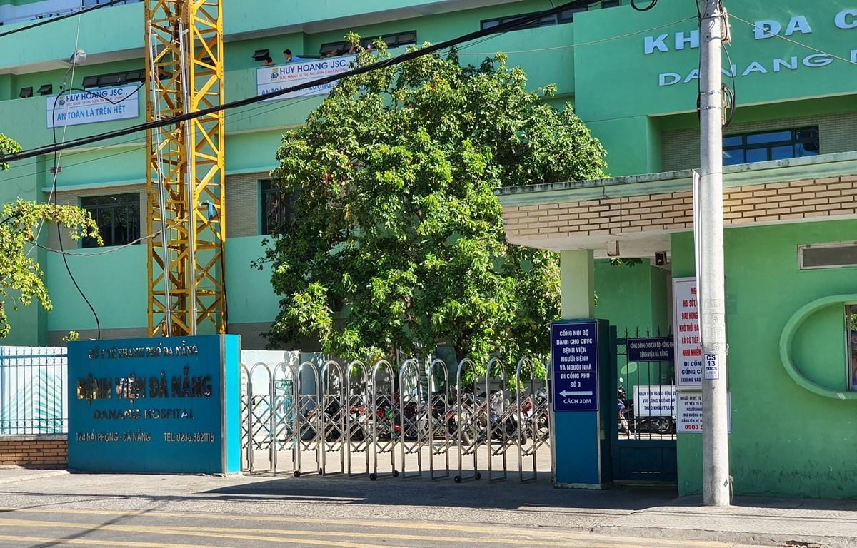 Cổng chính Bệnh viện Đà Nẵng. (Ảnh: Văn Dũng/TTXVN)