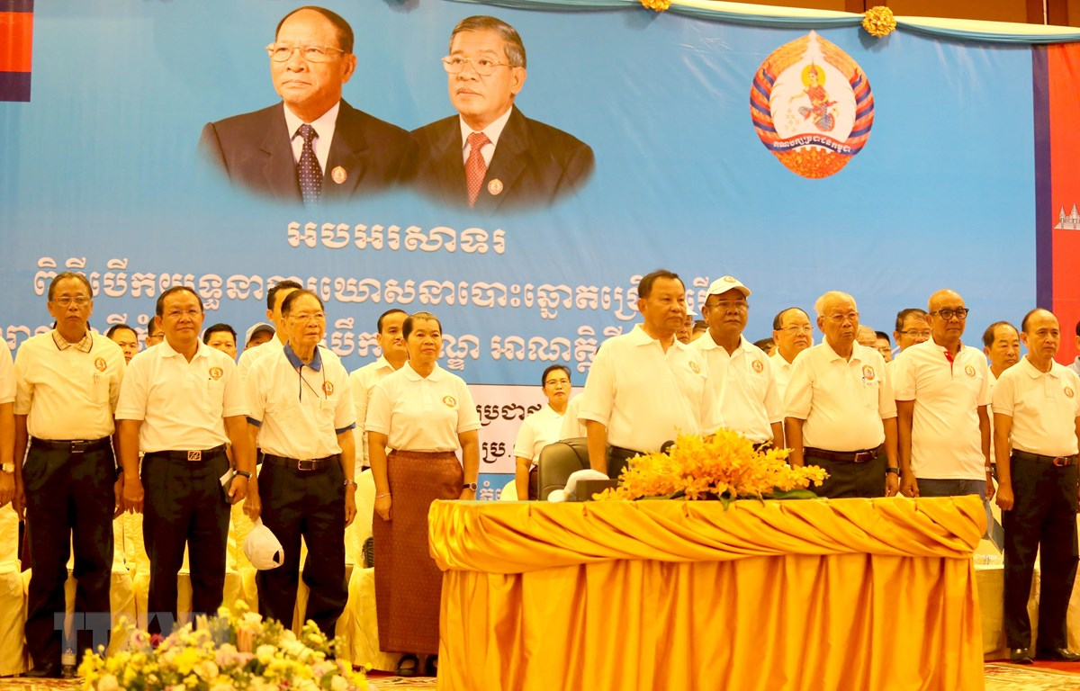 Quang cảnh lễ chào cờ của CPP tại lễ mở màn chiến dịch vận động tranh cử của đảng ở thủ đô Phnom Penh. (Ảnh: TTXVN)