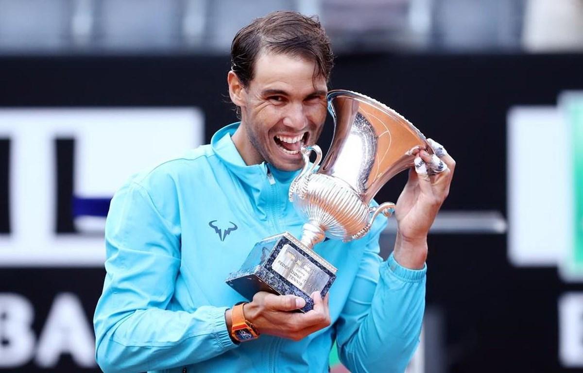 Rafael Nadal lại đượ cắn cúp. (Nguồn: Reuters)