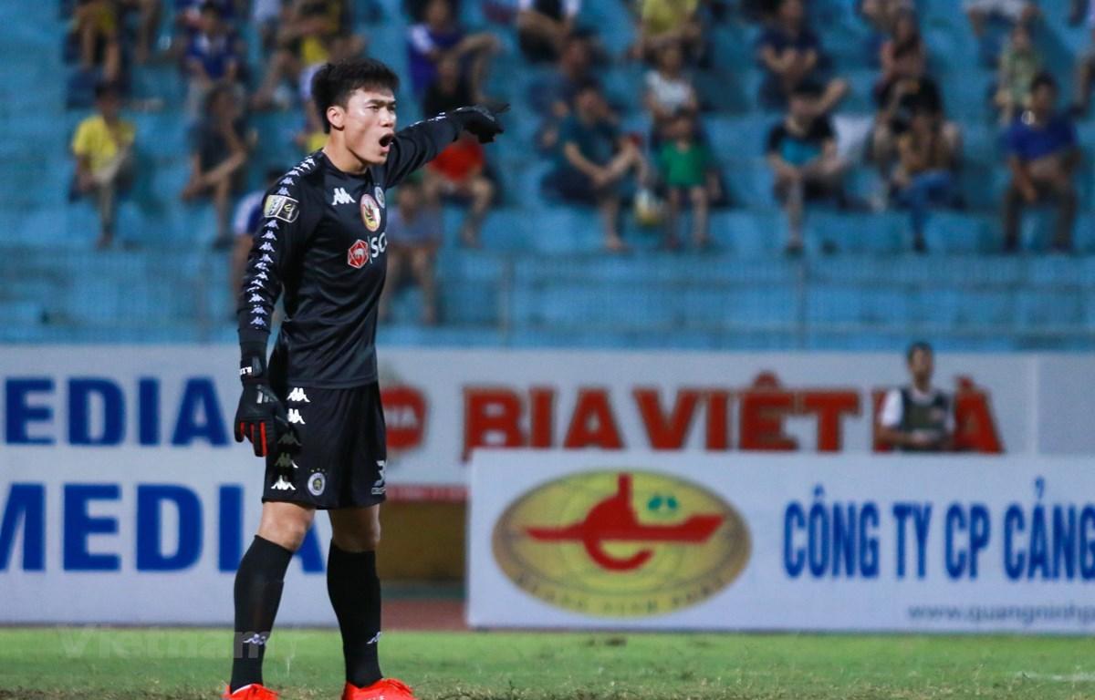 Thủ môn Bùi Tiến Dũng bắt chính trận Hà Nội FC thắng SHB Đà Nẵng 3-2, (Ảnh: Nguyên An/Vietnam+)