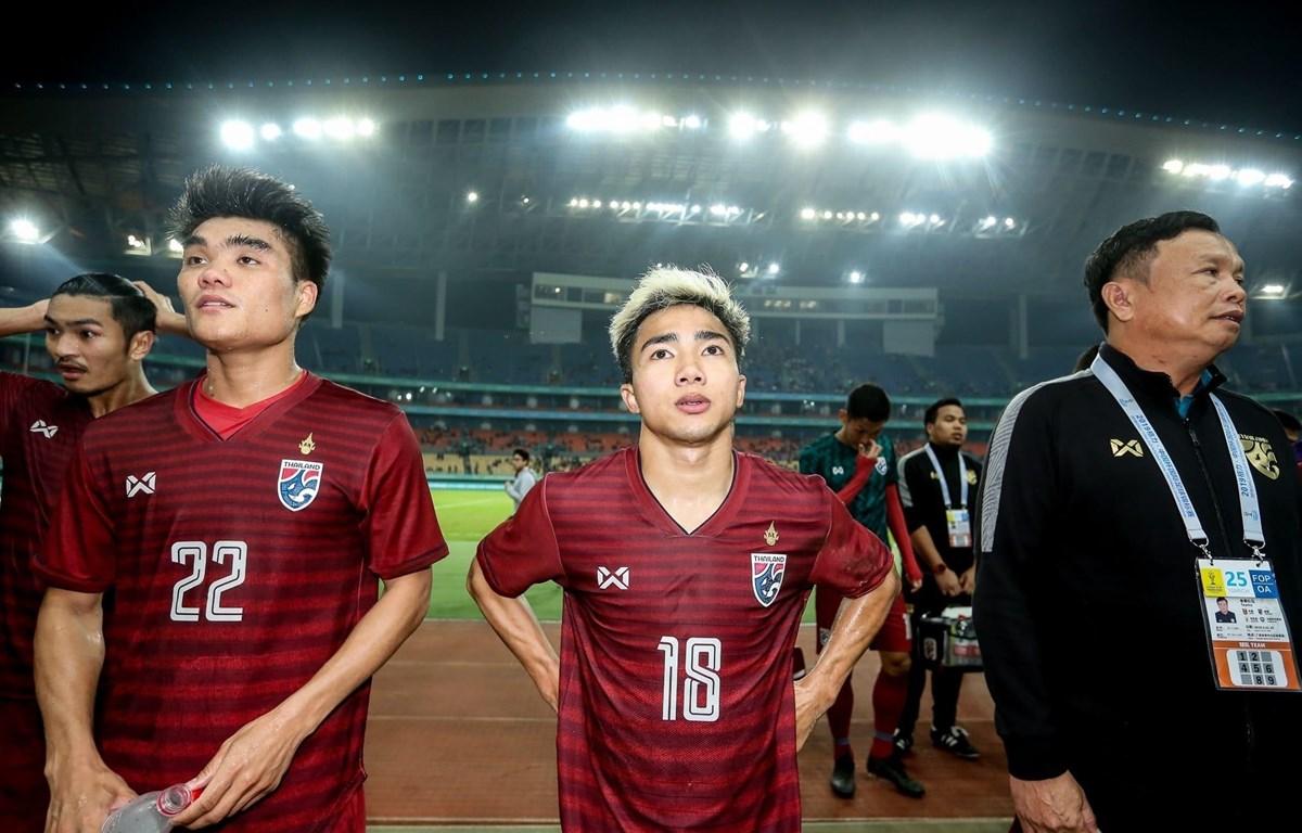 Chanathip (giữa) không thể cùng tuyển Thái Lan đấu Việt Nam tại King's Cup 2019. (Nguồn:fathailand.org)
