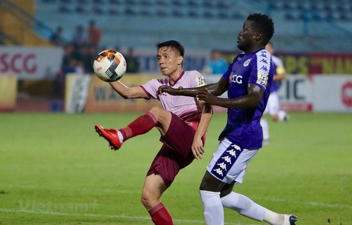 Hà Nội FC giành chiến thắng trước Sài Gòn FC (áo hồng). (Ảnh: Hiếu Lương/Vietnam+)