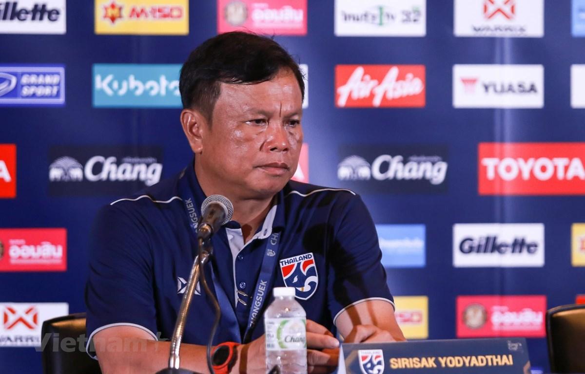 Ông Sirisak Yodyardthai từ chức HLV tuyển Thái Lan. (Ảnh: Nguyên An/Vietnam+)