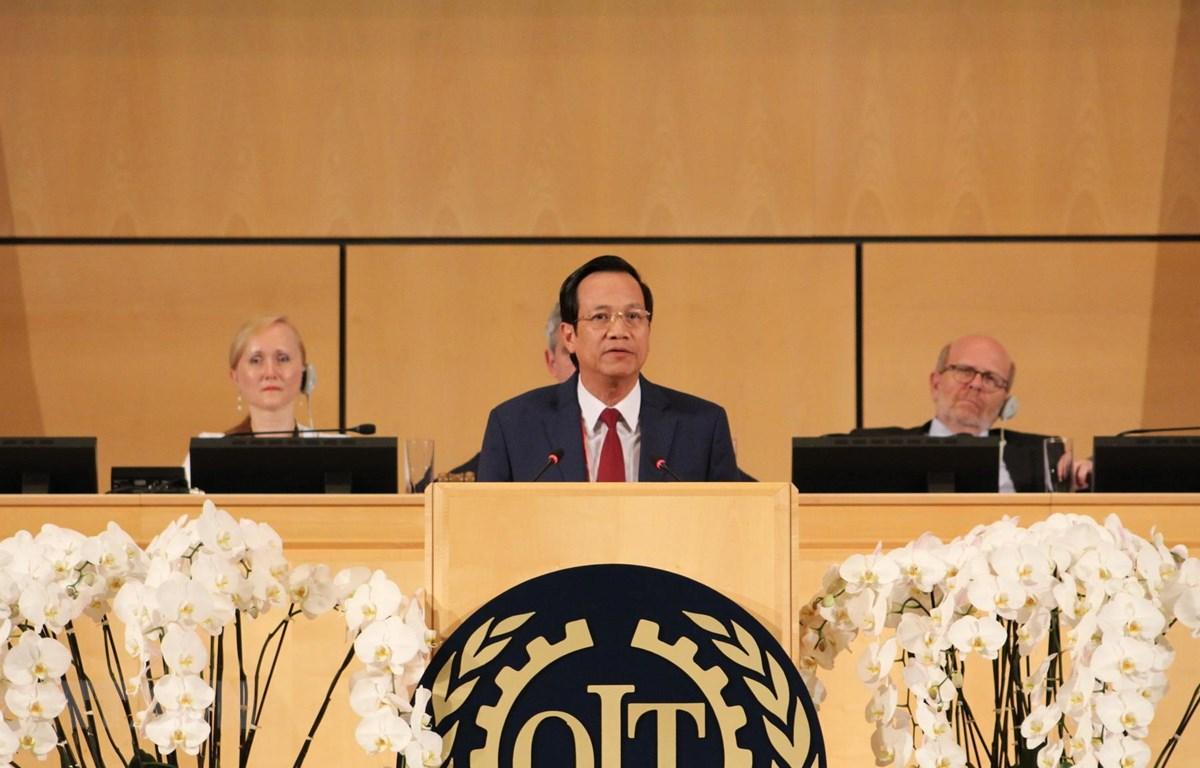 Bộ trưởng Lao động-Thương binh và Xã hội, Đào Ngọc Dung, phát biểu tại phiên họp toàn thể. (Ảnh: Hoàng Hoa/TTXVN)