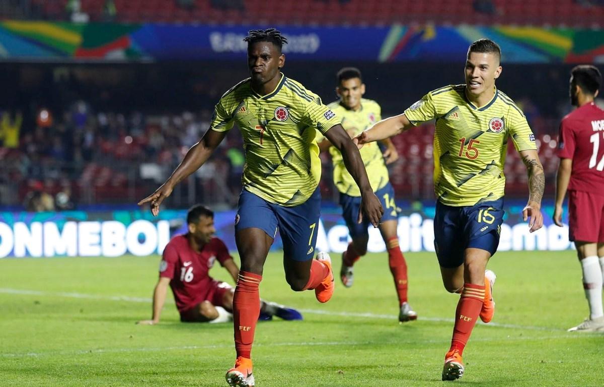 Duvan Zapata (số 7) mang chiến thắng về cho Colombia. (Nguồn: Washington Post)