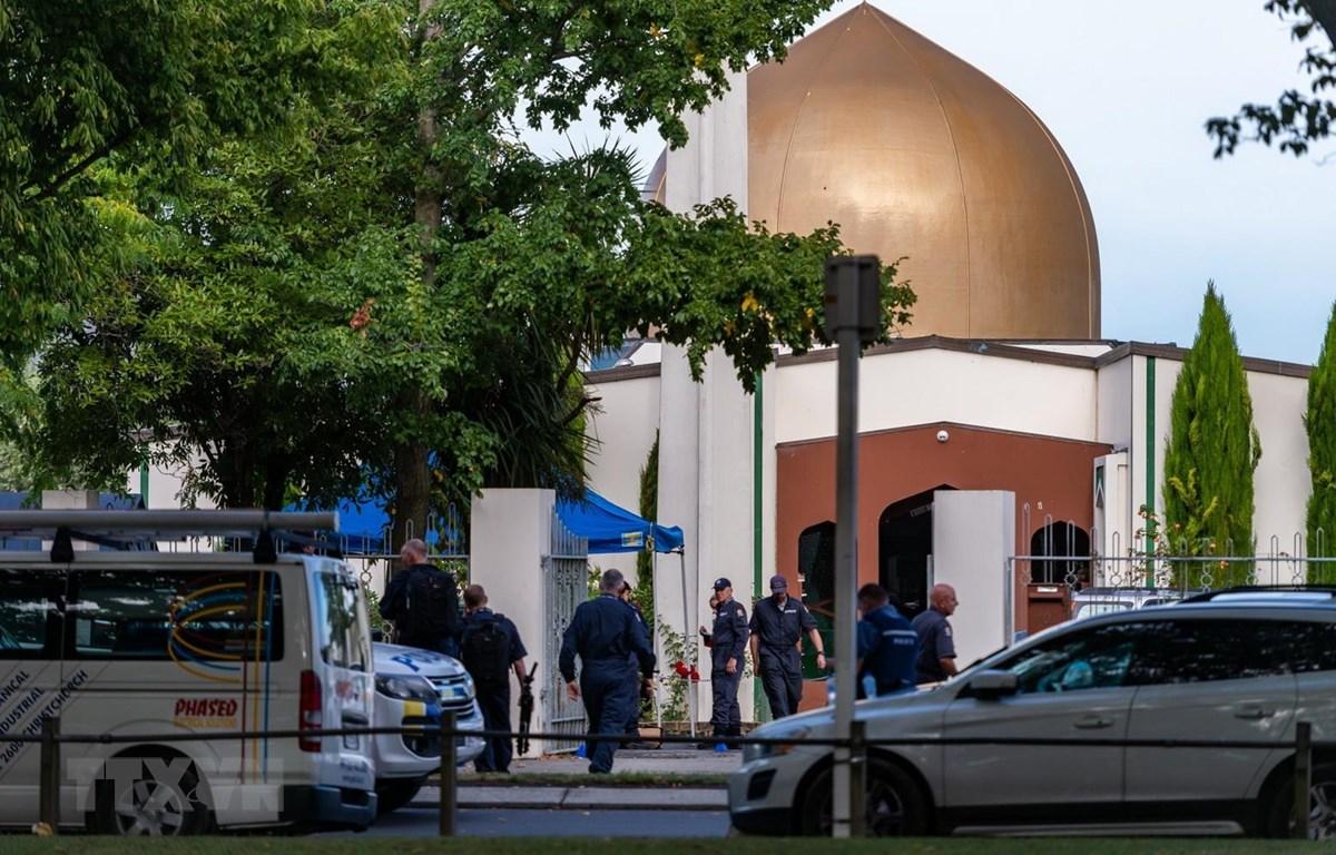 Cảnh sát được triển khai tại hiện trường vụ xả súng ở Christchurch, New Zealand, ngày 16/3. (Ảnh: THX/TTXVN)