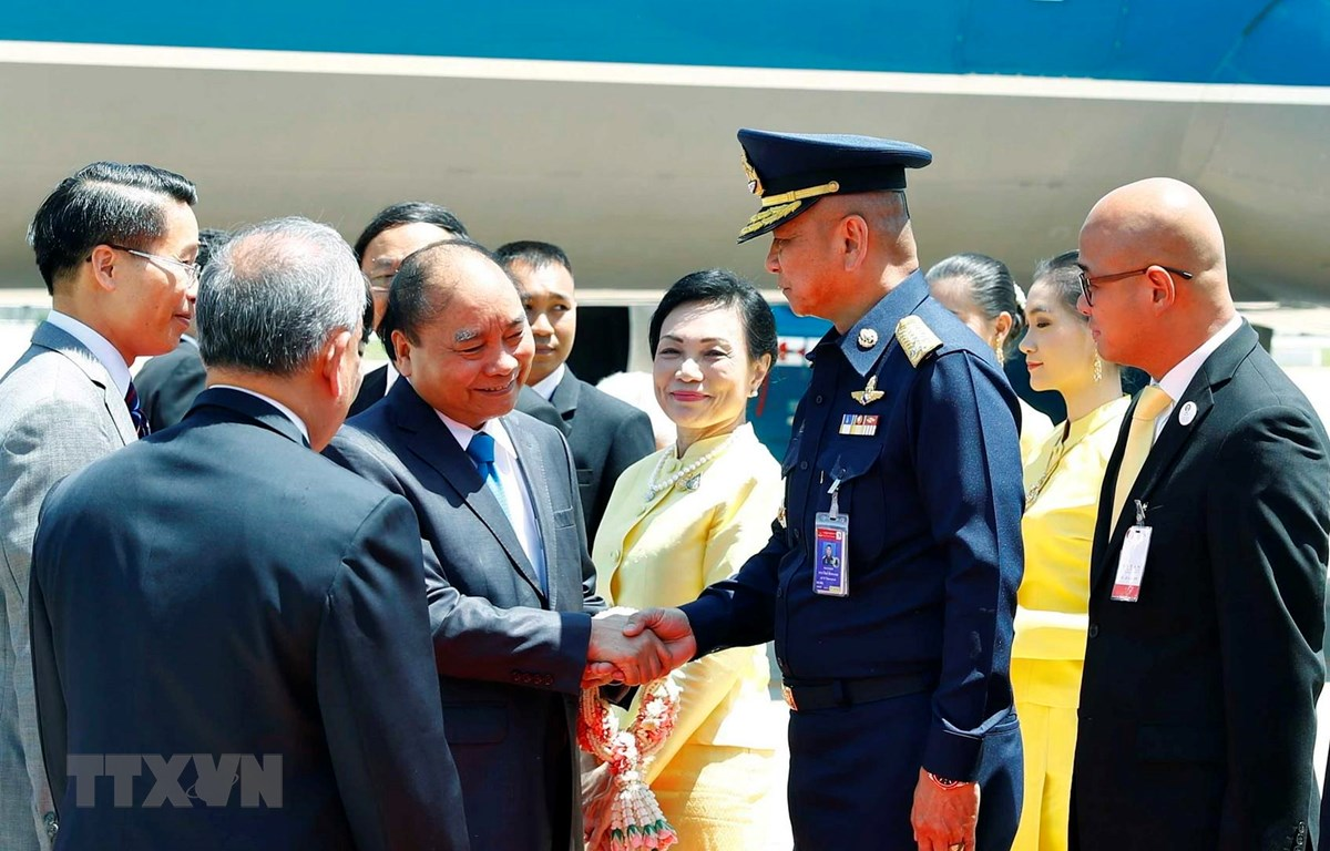 Lễ đón Thủ tướng Nguyễn Xuân Phúc và Phu nhân tại sân bay quốc tế Don Mueang, Bangkok. (Ảnh: Thống Nhất -TTXVN)