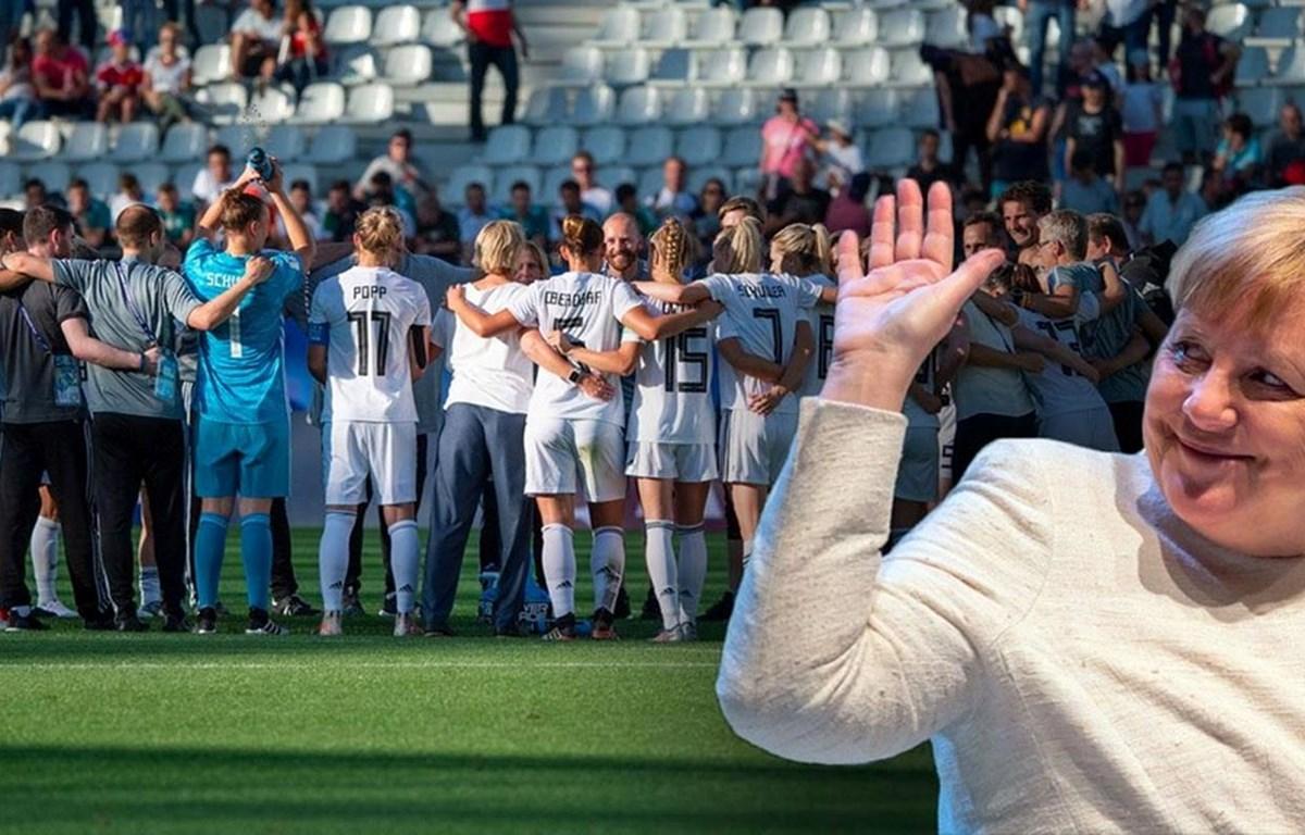 Thủ tướng Merkel chúc mừng đội tuyển nữ Đức. (Nguồn: dpa)