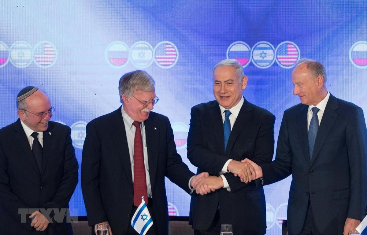 Cố vấn An ninh quốc gia Mỹ John Bolton trong cuộc gặp Thủ tướng Israel Benjamin Netanyahu và người đồng cấp Nga Nikolai Patrushev tại Jerusalem ngày 25/6/2019. (Ảnh: THX/TTXVN)