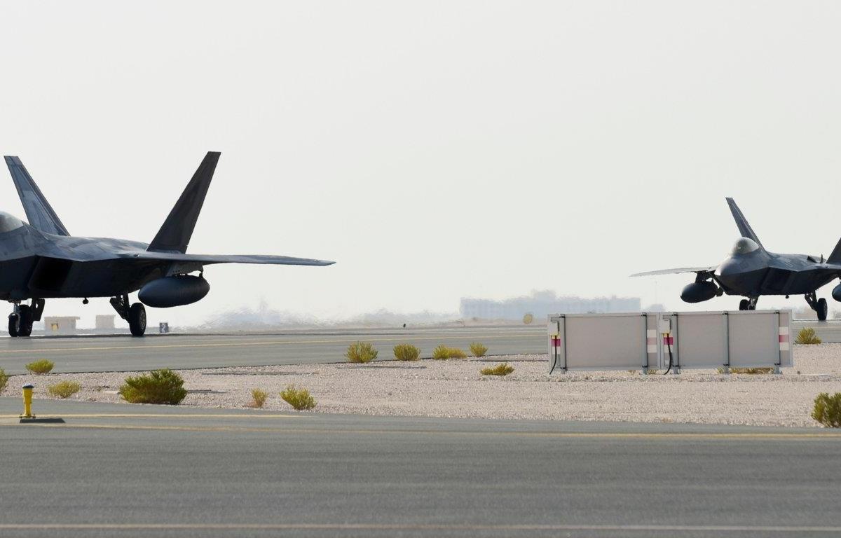 Máy bay F-22 của Mỹ tới Qatar. (Nguồn: businessinsider)