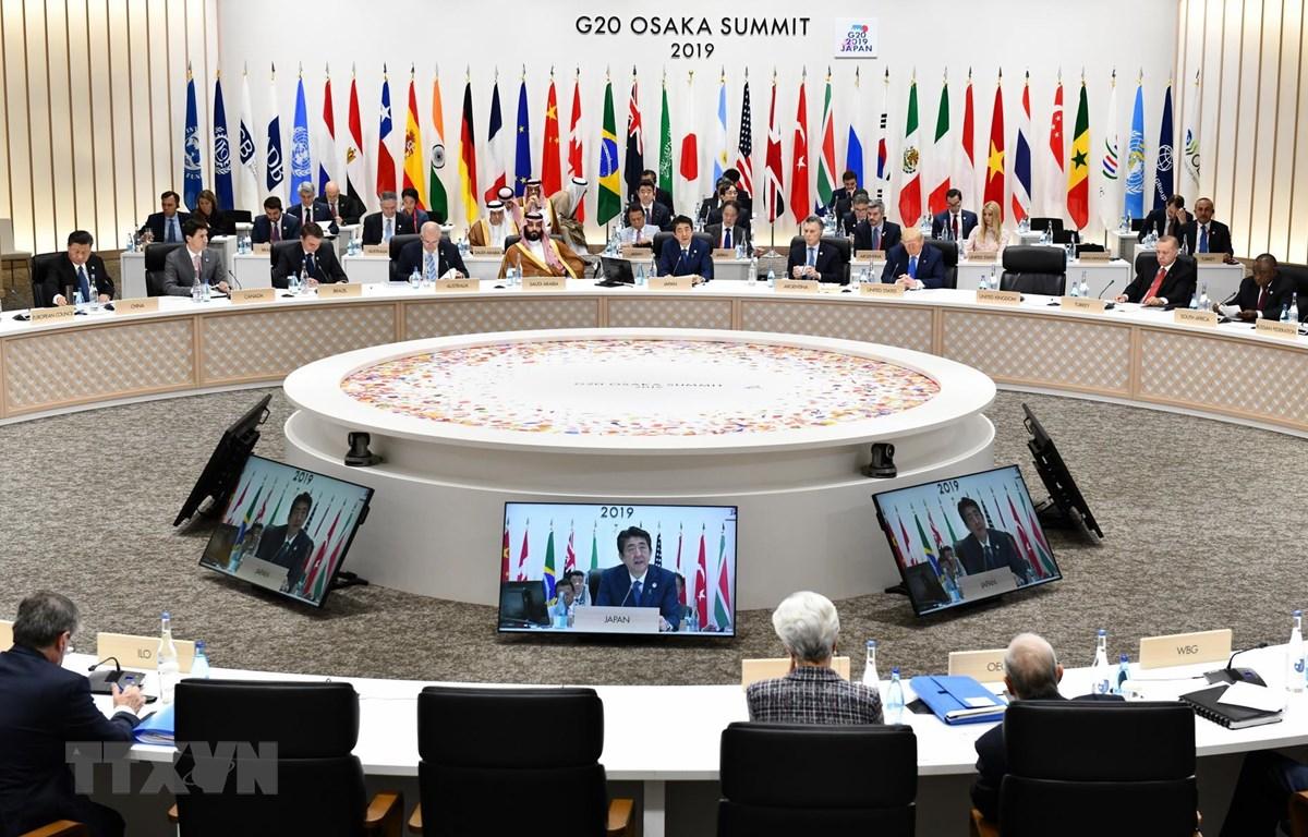 Thủ tướng Nhật Bản Shinzo Abe (giữa) phát biểu tại Hội nghị thượng đỉnh G20 ở Osaka ngày 29/6/2019. (Ảnh: AFP/ TTXVN)