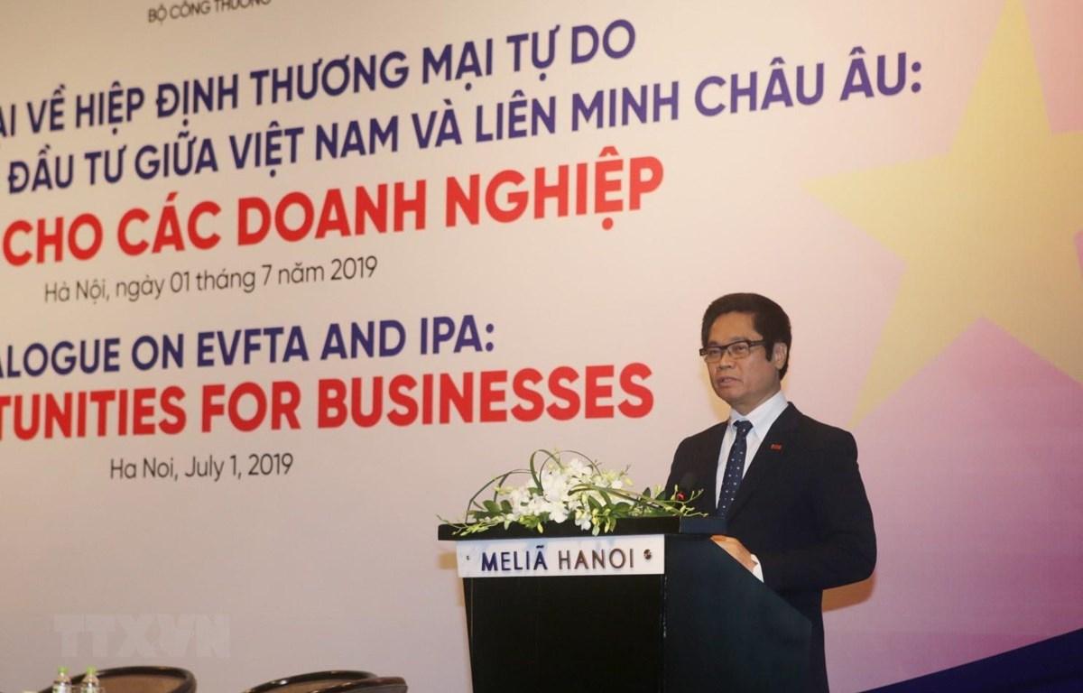 Chủ tịch VCCI Vũ Tiến Lộc phát biểu tại Hội thảo đối thoại về Hiệp định Thương mại tự do giữa Việt Nam-EU (EVFTA). (Ảnh: Trần Việt/TTXVN)