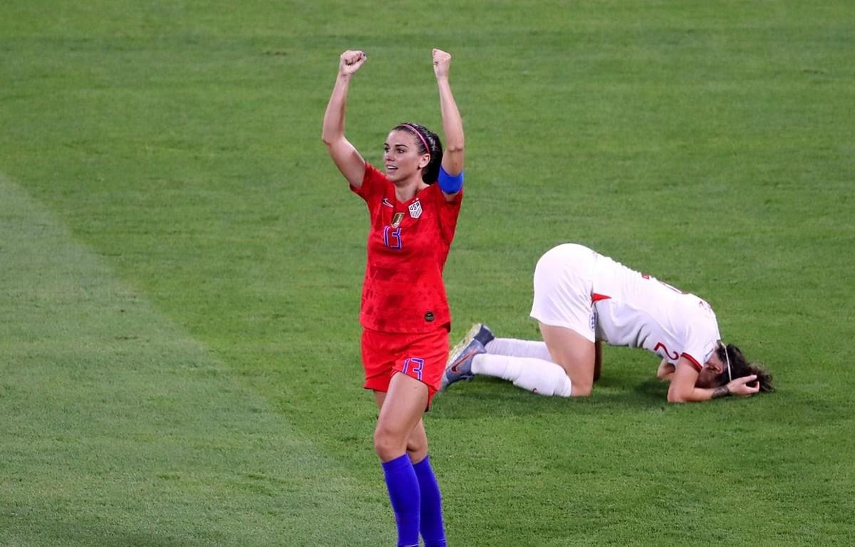 Alex Morgan (áo đỏ) đưa Mỹ vào chung kết. (Nguồn: Getty Images)