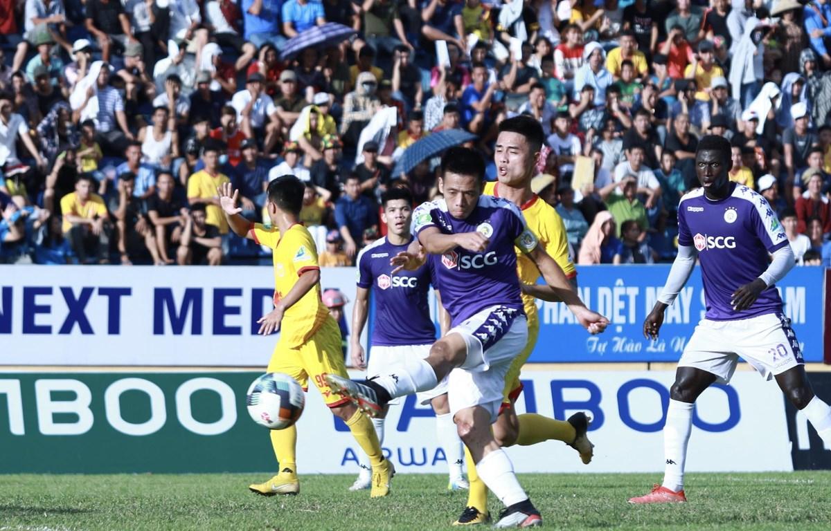 Văn Quyết lập cú đúp giúp Hà Nội FC giành chiến thắng. (Ảnh: Nguyên An/Vietnam+)