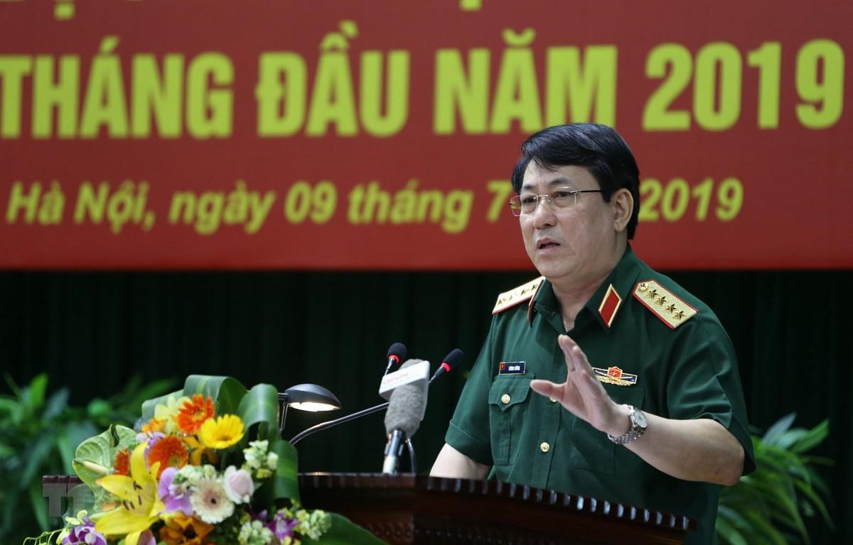 Đại tướng Lương Cường, Bí thư Trung ương Đảng, Chủ nhiệm Tổng cục Chính trị Quân đội nhân dân Việt Nam phát biểu chỉ đạo hội nghị. (Ảnh: Dương Giang/TTXVN)