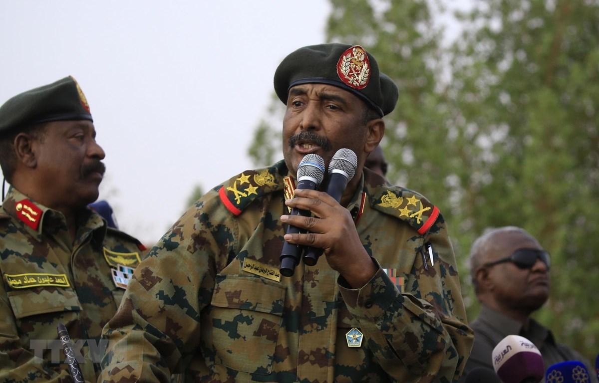 Chủ tịch Hội đồng quân sự chuyển tiếp (TMC) Sudan, Tướng Abdel Fattah al-Burhan. (Ảnh: AFP/TTXVN)