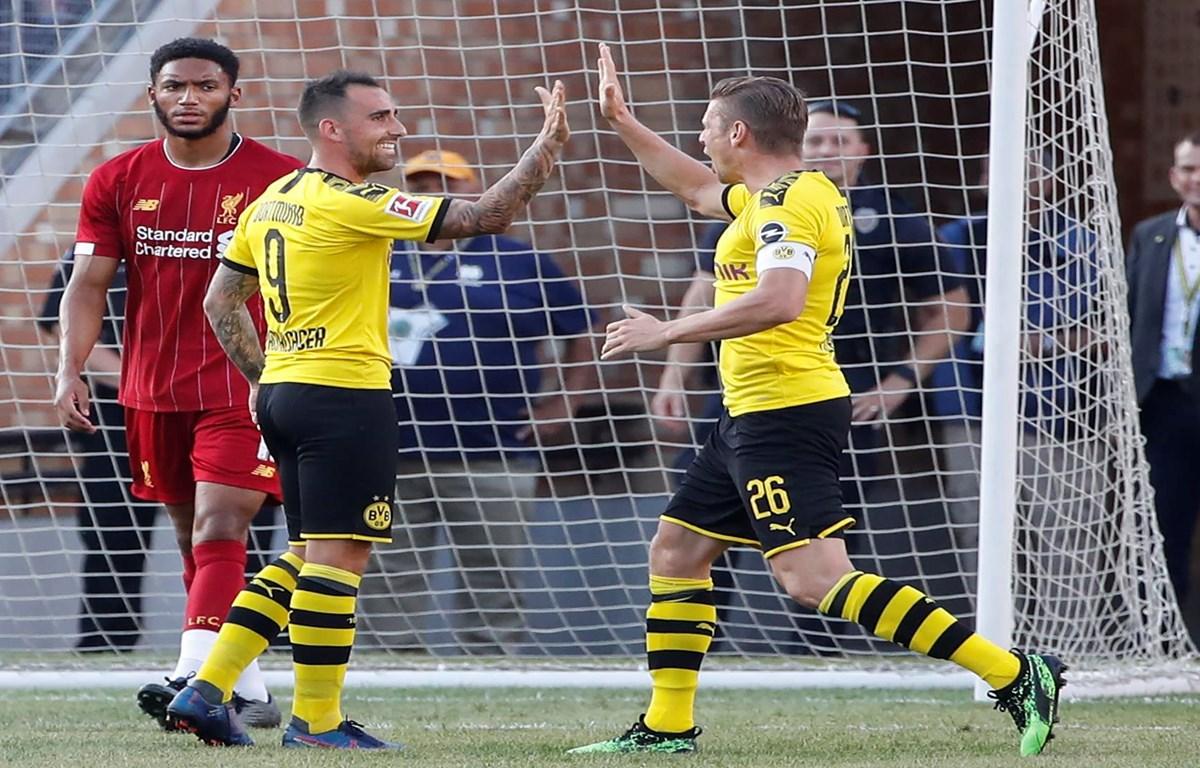 Paco Alcacer (số 9) mở đầu chiến thắng cho Dortmund. (Nguồn: Getty Images)
