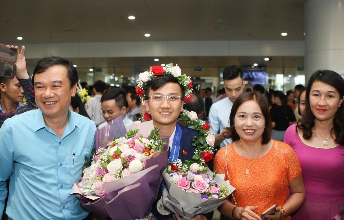 Thí sinh Trịnh Duy Hiếu, THPT chuyên Bắc Giang giành huy chương bạc. (Ảnh: Thanh Tùng/TTXVN)