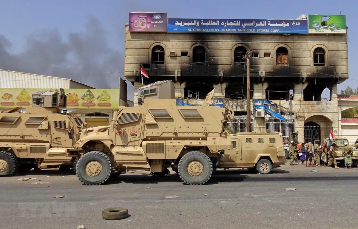 Các lực lượng ủng hộ Chính phủ Yemen tại cửa ngõ phía đông thành phố cảng Hodeida. (Ảnh: AFP/TTXVN)