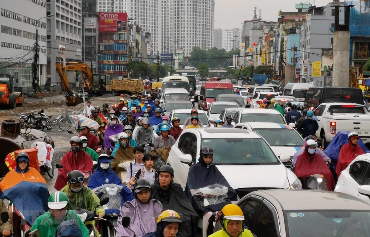 Đường Trường Chinh tắc nghẽn do mưa lớn. (Ảnh: Thành Đạt/TTXVN)