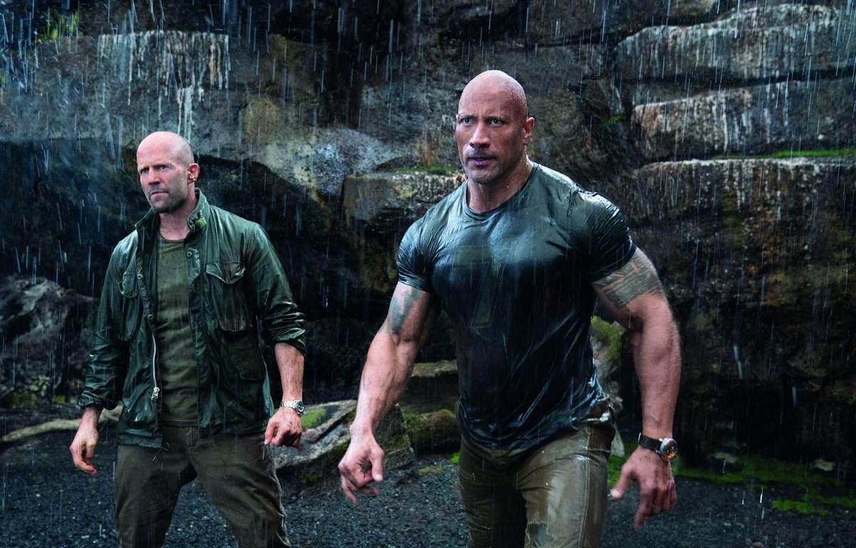 """Hai nhân vật do các ngôi sao Dwayne Johnson và Jason Statham thủ vai đem tới những pha hành động mang tính... siêu tưởng cho """"Fast & Furious: Hobbs & Shaw"""" (Nguồn: Universal)"""