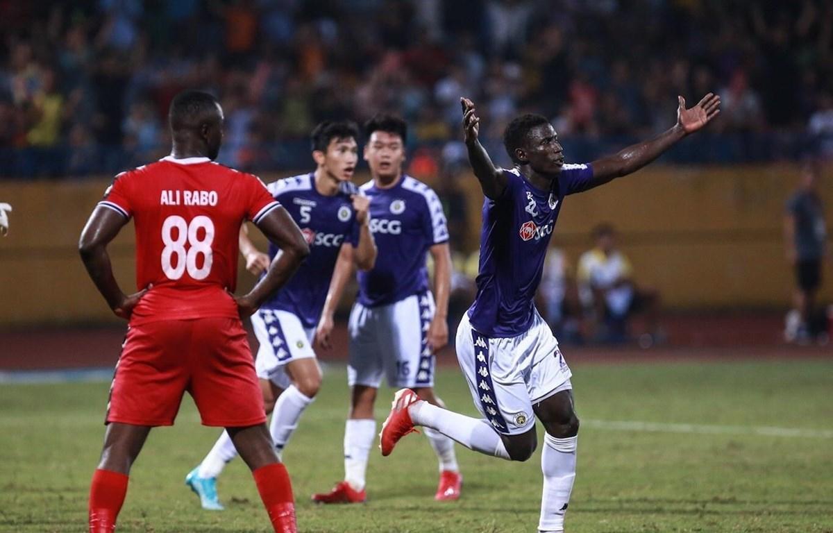 Omar mang chiến thắng về cho Hà Nội FC. (Ảnh: Trọng Đạt/TTXVN)