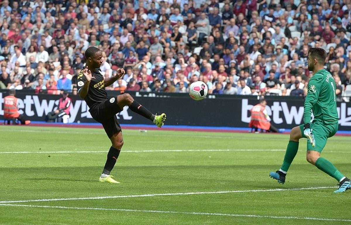 Sterling lập hat-trick giúp Man City thắng West Ham 5-0.