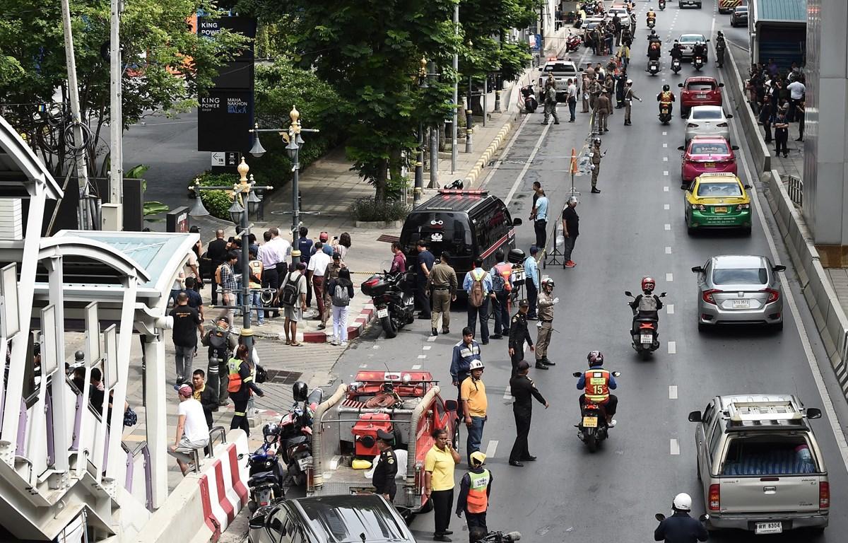 Cảnh sát phong tỏa hiện trường vụ nổ ở Bangkok, Thái Lan, ngày 2/8. (Ảnh: AFP/TTXVN)